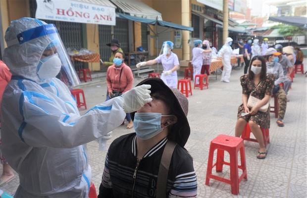 Chủ quán cơm gà mắc Covid-19 chưa rõ nguồn lây ở Đà Nẵng từng tiếp xúc với rất nhiều người ở chợ - Ảnh 1.