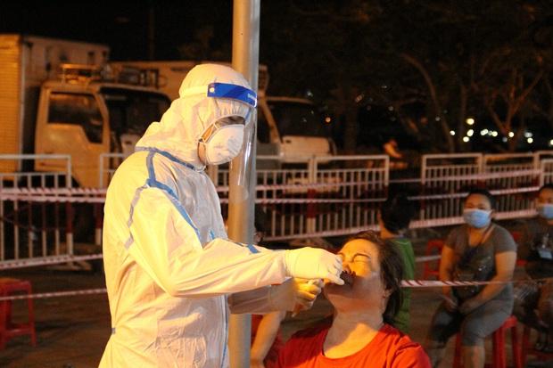 KHẨN: Đà Nẵng tìm người từng đến quán mỳ Quảng có bà chủ dương tính SARS-CoV-2 - Ảnh 2.