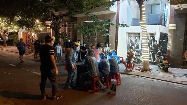 KHẨN: Đà Nẵng tìm người từng đến quán mỳ Quảng có bà chủ dương tính SARS-CoV-2 - Ảnh 1.