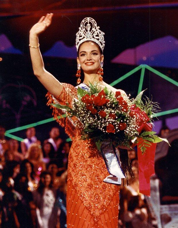Rùng mình điềm báo đăng quang: 3 đời Hoa hậu Mexico chiến thắng vương miện Miss Universe đều mặc váy có chi tiết này - Ảnh 9.