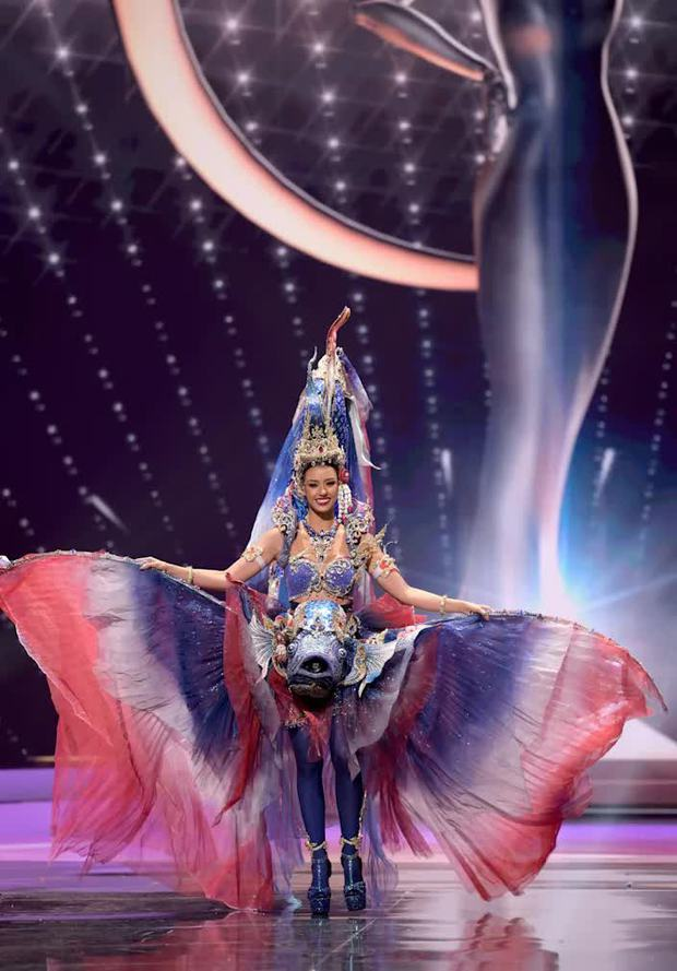 1001 drama như cung đấu ở Miss Universe 2020: Miss Thái mưu mô, Khánh Vân nằm không dính đạn, Hoa hậu dính phốt sau 2 tiếng đăng quang - Ảnh 18.