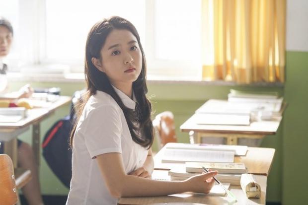 Vẫn biết Park Bo Young hack tuổi thần sầu, nhưng U35 mà mặc đồng phục học sinh trông như 15 tuổi thế này ai đọ lại? - Ảnh 7.