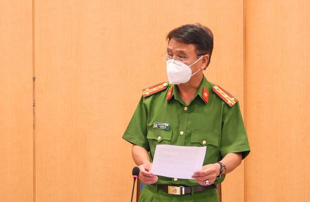 Hà Nội xử phạt không đeo khẩu trang gần 6 tỷ đồng, đình chỉ 4 cơ sở y tế lơ là phòng dịch Covid-19 - Ảnh 2.