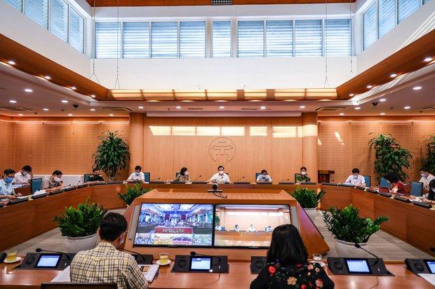 Hà Nội xử phạt không đeo khẩu trang gần 6 tỷ đồng, đình chỉ 4 cơ sở y tế lơ là phòng dịch Covid-19 - Ảnh 1.