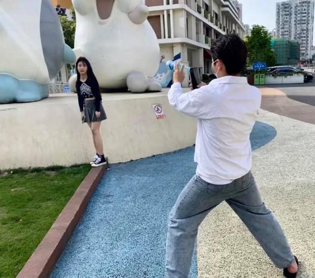 Nhờ bạn trai dùng máy xịn chụp cho, thiếu nữ nhận về album ảnh xấu toàn diện gây bão MXH - Ảnh 7.