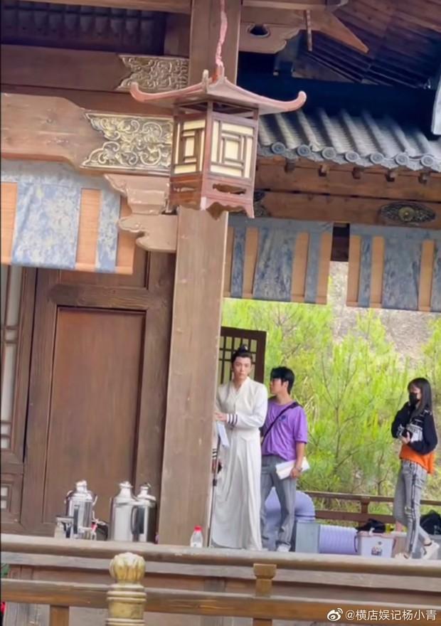 Bành Tiểu Nhiễm đẹp chấp cả cam thường, nhưng cái tay gượng gạo của Đinh Vũ Hề mới làm fan cười vỡ bụng - Ảnh 9.