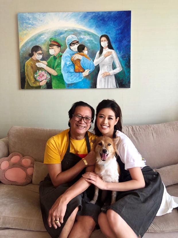 Ba Hoa hậu Khánh Vân dậy từ 3 - 4h sáng, viết tâm thư cho con gái ngay trước thềm Chung kết - Ảnh 1.