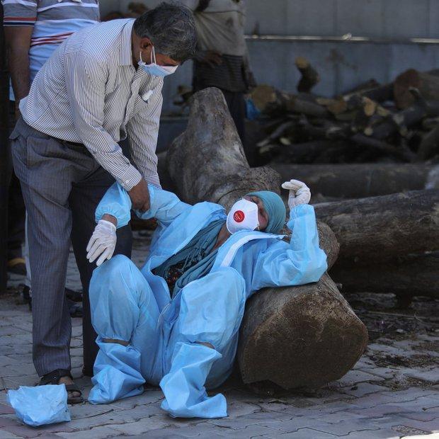 Thiếu hụt cơ sở y tế, chàng trai Ấn Độ trèo trên cây để cách ly sau khi biết mình nhiễm COVID-19 - Ảnh 5.