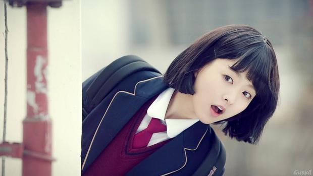 Vẫn biết Park Bo Young hack tuổi thần sầu, nhưng U35 mà mặc đồng phục học sinh trông như 15 tuổi thế này ai đọ lại? - Ảnh 6.