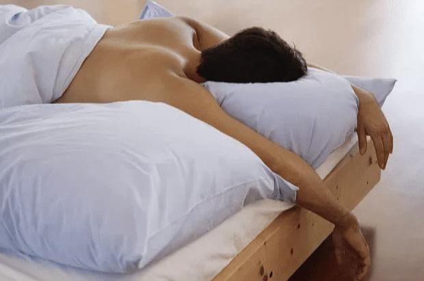 4 lợi ích sức khỏe cho nam giới thả rông khi ngủ, chị em phụ nữ mê nhất cái đầu tiên - Ảnh 1.