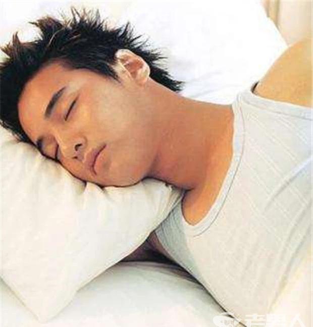 4 lợi ích sức khỏe cho nam giới thả rông khi ngủ, chị em phụ nữ mê nhất cái đầu tiên - Ảnh 4.