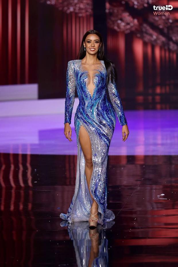 Fan quốc tế chỉ điểm Hoa hậu Thái Lan đạo nhái Miss Universe 2018, từ cái đầm đến kiểu catwalk không chừa miếng nào? - Ảnh 4.