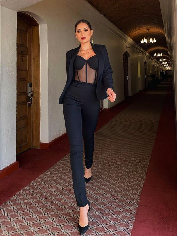 Tân Miss Universe 2020: Nàng kỹ sư máy tính với nhan sắc và body nức nở, quá khứ mất tích khó hiểu bất ngờ bị đào lại - Ảnh 12.
