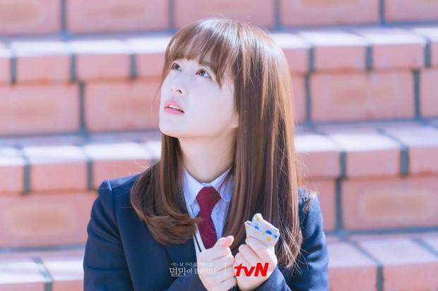 Park Bo Young tiếp tục đóng vai học sinh dù đã 32 tuổi, netizen không ném đá còn khen hết lời - Ảnh 1.