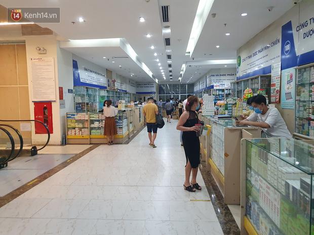 Người dân đi mua thuốc sốt, ho, đau họng ở nhà thuốc tại TP.HCM cần phải khai báo y tế - Ảnh 1.
