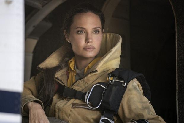 Phim kinh dị nối tiếp Lưỡi Cưa (Saw) đứng đầu phòng vé vì ghê rợn tột bậc, đẩy Angelina Jolie vào vị thế flop ngang - Ảnh 3.
