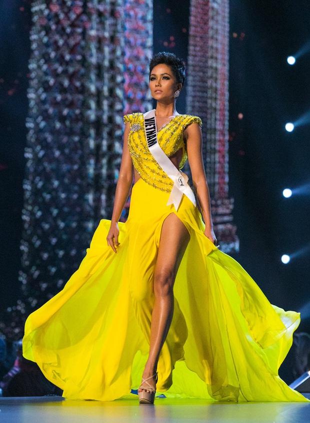 7 chiếc váy đẹp nhất Miss Universe của mỹ nhân Việt: Toàn cực phẩm nhưng ai mới là người nổi nhất? - Ảnh 3.