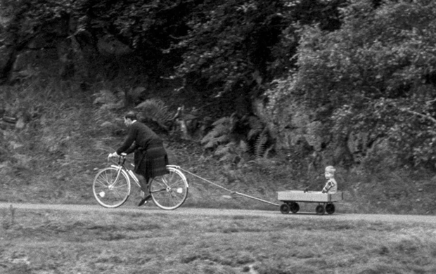 Chỉ trích cha đẻ về cách dạy dỗ con cái, Harry xấu hổ khi bị tung ảnh thời thơ ấu, lật tẩy lời nói dối trắng trợn - Ảnh 1.