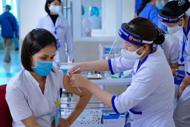 GS Nguyễn Tuấn: Giữa mắc Covid-19, nhập viện, thở máy và tiêm vaccine bạn chọn cái nào? 4 lý do để chọn AstraZeneca - Ảnh 3.