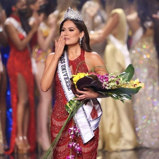 Rùng mình điềm báo đăng quang: 3 đời Hoa hậu Mexico chiến thắng vương miện Miss Universe đều mặc váy có chi tiết này - Ảnh 2.