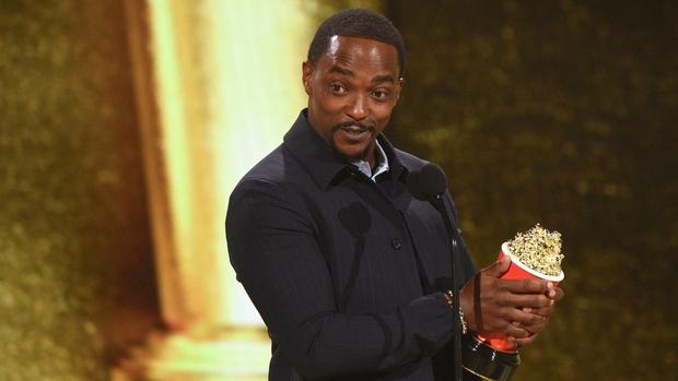 WandaVision thắng lớn, ông hoàng cảnh nóng Bridgerton cũng ôm tượng vàng ở lễ trao giải MTV Movie & TV - Ảnh 6.