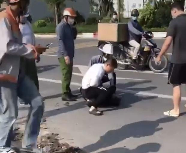 Hà Nội: Xem xét kỷ luật chiến sĩ công an thờ ơ khi tài xế vật lộn với tên cướp tại khu đô thị Thanh Hà - Ảnh 2.