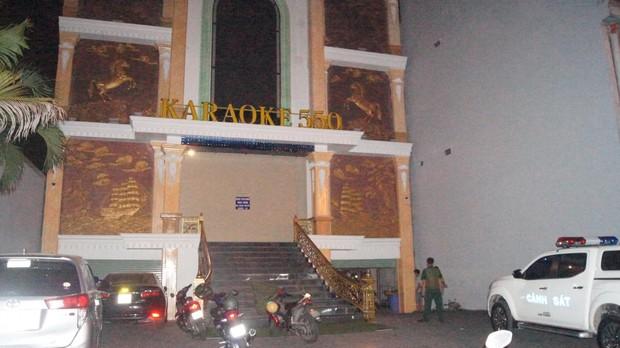 Quán karaoke hoạt động lén lút với gần 100 khách, nhiều người dương tính ma túy - Ảnh 1.