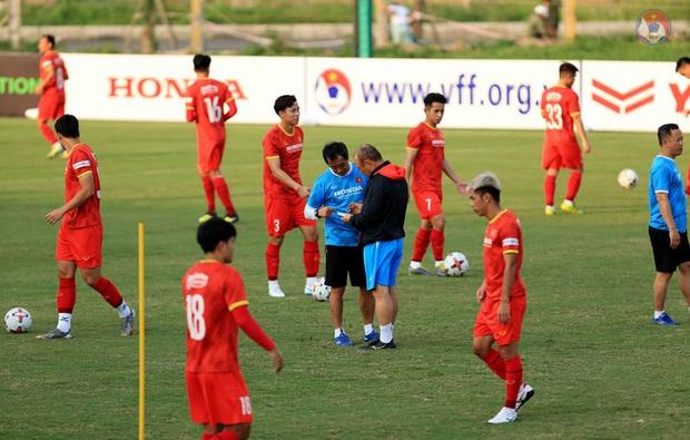 HLV Park dặn kỹ tuyển Việt Nam không vào bóng nguy hiểm gây chấn thương cho đồng đội khi tập luyện - Ảnh 1.