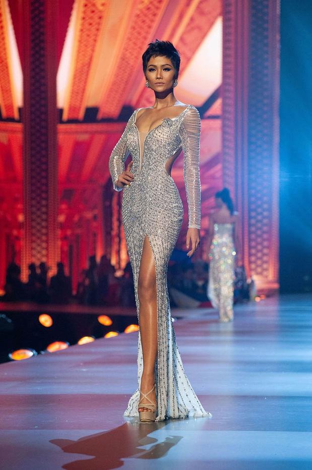 7 chiếc váy đẹp nhất Miss Universe của mỹ nhân Việt: Toàn cực phẩm nhưng ai mới là người nổi nhất? - Ảnh 4.