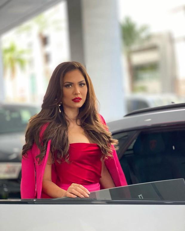 Nhan sắc khác một trời một vực của Miss Universe 2020 khi chuyển từ makeup đậm sang nhạt hơn - Ảnh 4.