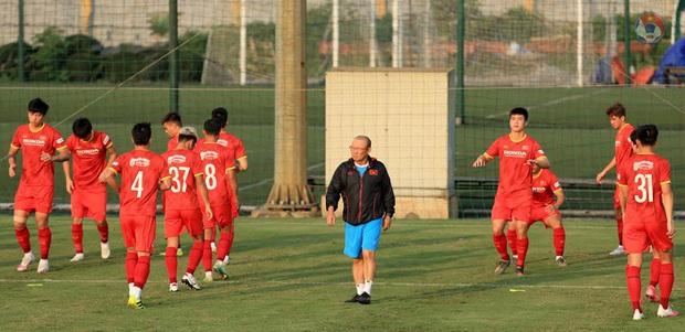 HLV Park dặn kỹ tuyển Việt Nam không vào bóng nguy hiểm gây chấn thương cho đồng đội khi tập luyện - Ảnh 4.