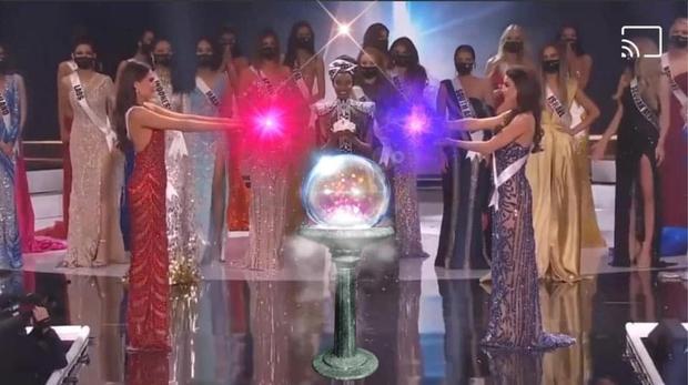 Cười lăn cười bò với loạt ảnh chế về cảnh đăng quang phiên bản giãn cách xã hội của Miss Universe 2020! - Ảnh 5.