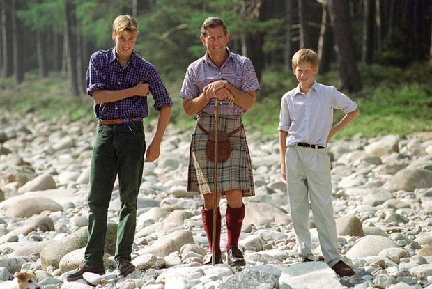 Chỉ trích cha đẻ về cách dạy dỗ con cái, Harry xấu hổ khi bị tung ảnh thời thơ ấu, lật tẩy lời nói dối trắng trợn - Ảnh 6.
