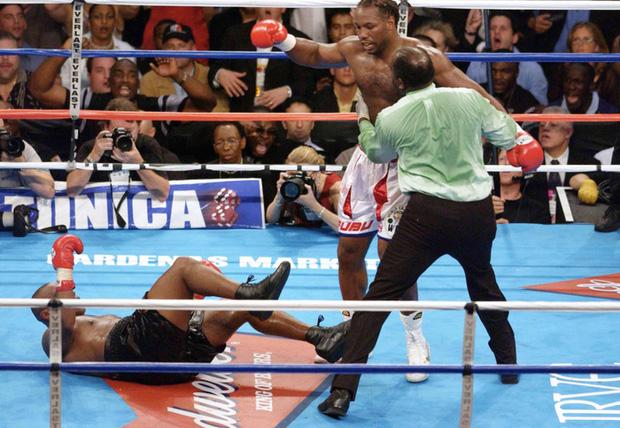 Câu chuyện đằng sau giây phút Mike Tyson bỗng hóa điên, cắn tím đùi nhà vô địch thế giới - Ảnh 7.