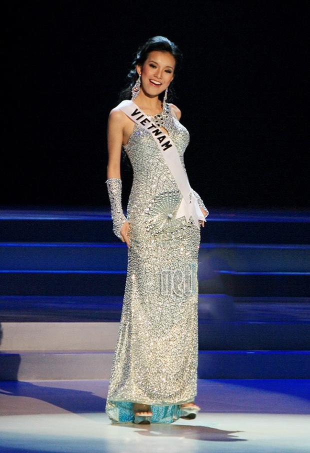 7 chiếc váy đẹp nhất Miss Universe của mỹ nhân Việt: Toàn cực phẩm nhưng ai mới là người nổi nhất? - Ảnh 8.