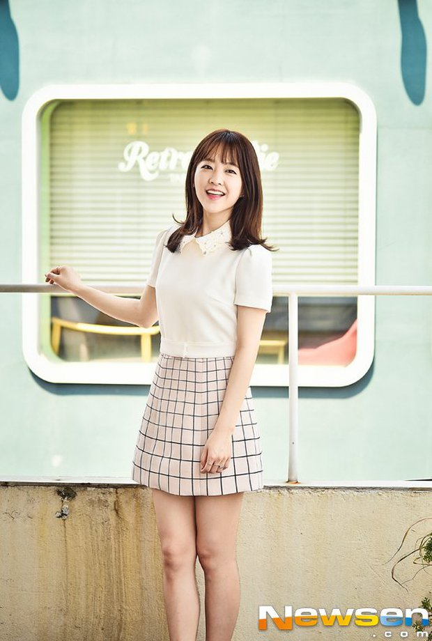 Vẫn biết Park Bo Young hack tuổi thần sầu, nhưng U35 mà mặc đồng phục học sinh trông như 15 tuổi thế này ai đọ lại? - Ảnh 5.