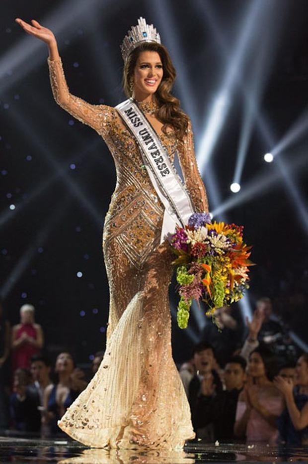 HÓNG: Khánh Vân diện váy của NTK đã từng thiết kế cho Hoa hậu Hoàn vũ 2016 đêm đăng quang, điều kỳ diệu có tiếp tục xảy ra? - Ảnh 3.