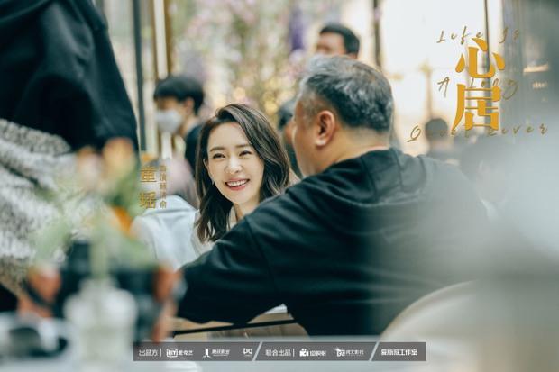 Hậu ly hôn Triệu Lệ Dĩnh, Phùng Thiệu Phong xuất hiện gầy gò, lộ cằm nhọn hoắt ở hậu trường phim mới - Ảnh 10.