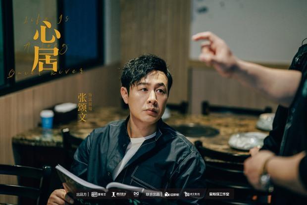 Hậu ly hôn Triệu Lệ Dĩnh, Phùng Thiệu Phong xuất hiện gầy gò, lộ cằm nhọn hoắt ở hậu trường phim mới - Ảnh 12.