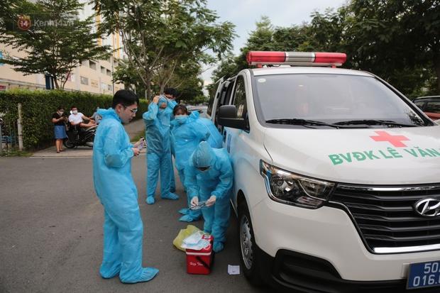 TP.HCM: 40 đội Y tế được tăng cường đến chung cư Sunview Town để lấy 6.000 mẫu xét nghiệm Covid-19 - Ảnh 2.