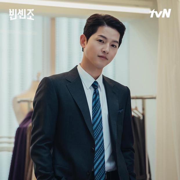 Lộ mức cát-xê cao ngã ngửa của nam thần phim Hàn: Kim Soo Hyun gần gấp 10 lần Song Joong Ki - Ảnh 4.