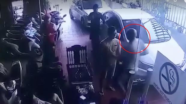 Kẻ trốn nã đâm tài xế taxi giữa phố Hà Nội từng giết chết con trai của chủ tiệm cầm đồ ở Thanh Hóa - Ảnh 2.
