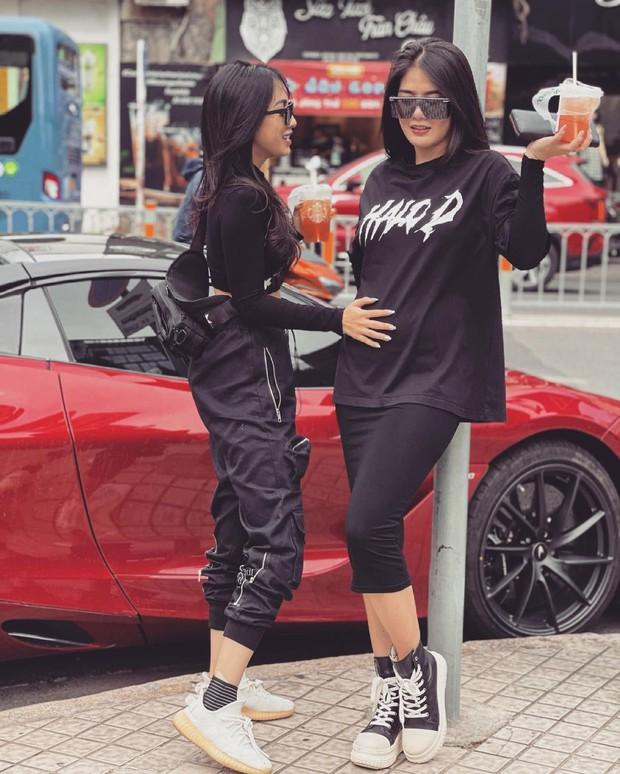 Bộ đôi vợ đại gia vs gái xinh đi xe 20 tỷ mua cơm tấm: Mỗi lần gặp là cùng nhau lái thử... siêu xe - Ảnh 3.