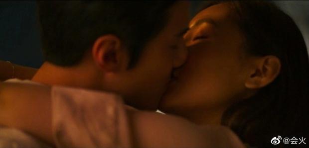 Fan khóc thét vì Sehun hôn sâu gái một con Ngô Thiến ở phim đắp chiếu 5 năm, lên sóng mà không vui nha trời! - Ảnh 6.