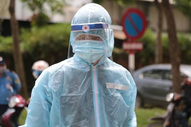 Nóng: Thêm 1 ca nghi nhiễm COVID-19 ở quận 7, là đồng nghiệp với bệnh nhân tại Thủ Đức - Ảnh 1.