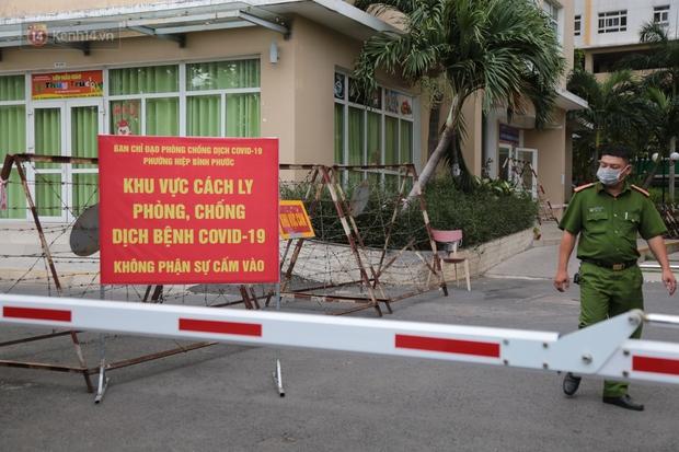 TP.HCM: 40 đội Y tế được tăng cường đến chung cư Sunview Town để lấy 6.000 mẫu xét nghiệm Covid-19 - Ảnh 5.
