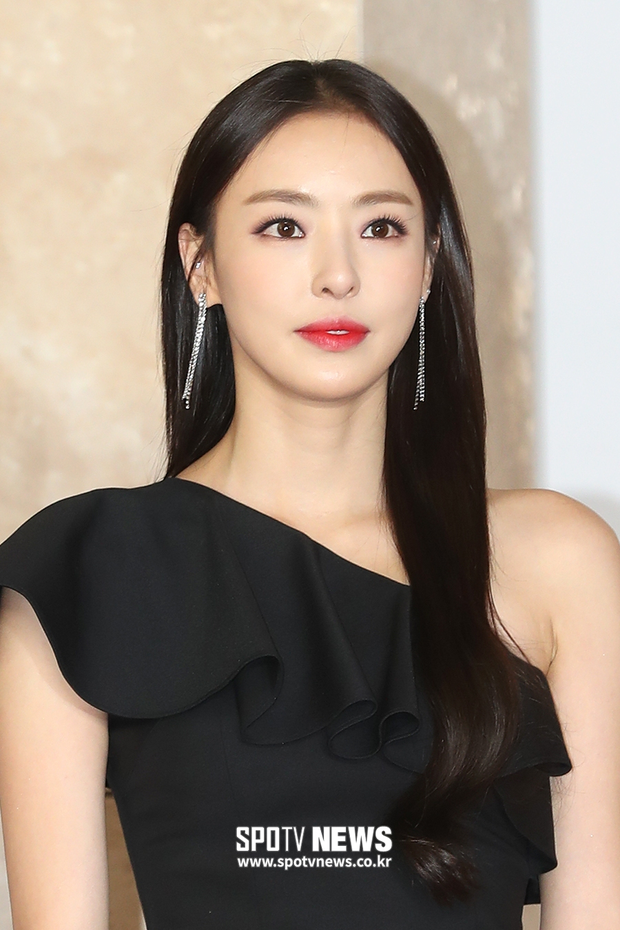 Không phải Han So Hee, mỹ nữ dao kéo Lee Da Hee mới là người thay Seo Ye Ji đóng Island - Ảnh 1.