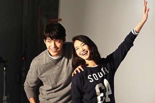 Shin Min Ah đăng ảnh đi chơi sương sương, netizen bóc luôn chi tiết nghi vấn hẹn hò Kim Woo Bin - Ảnh 7.