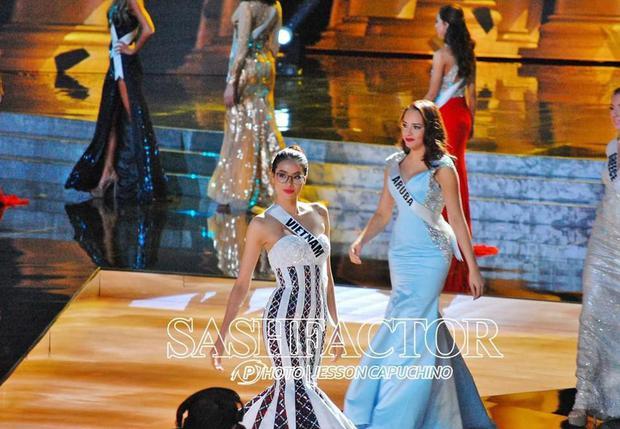 Trước đầm LGBT của HH Khánh Vân, đây từng là mẫu váy khiến người ta vô cùng tiếc nuối tại Miss Universe - Ảnh 4.