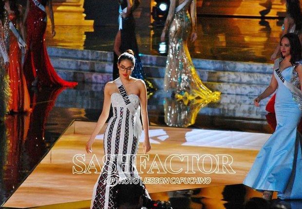 Trước đầm LGBT của HH Khánh Vân, đây từng là mẫu váy khiến người ta vô cùng tiếc nuối tại Miss Universe - Ảnh 3.